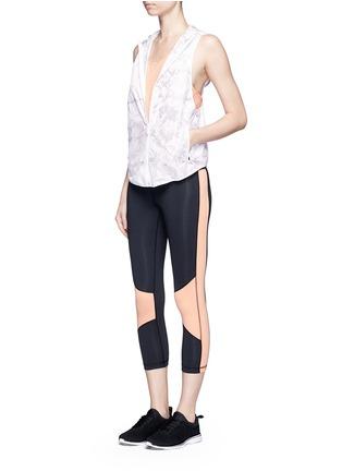模特示范图 - 点击放大 - ALALA - 拼色七分紧身运动裤