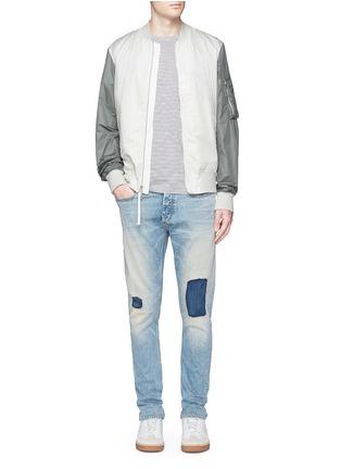 模特儿示范图 - 点击放大 - DENHAM - RAZOR水洗补丁修身牛仔裤