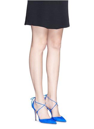 模特示范图 - 点击放大 - AQUAZZURA - MATILDE系带侧空麂皮高跟鞋