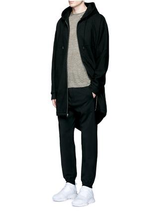 模特儿示范图 - 点击放大 - T BY ALEXANDER WANG - 单色混棉长款连帽卫衣