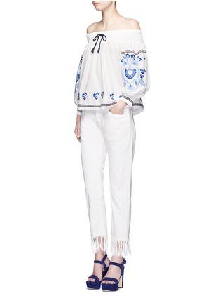 模特儿示范图 - 点击放大 - NICHOLAS - 花卉刺绣棉混丝露肩上衣