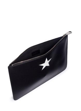 细节 - 点击放大 - GIVENCHY - 星形拼接牛皮手拿包