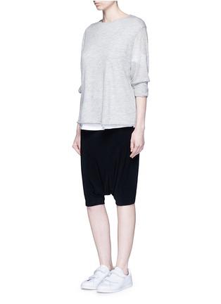 模特示范图 - 点击放大 - NORMA KAMALI - 高腰低裆五分裤