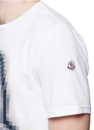 细节 - 点击放大 - MONCLER - 像素效果图案纯棉T恤