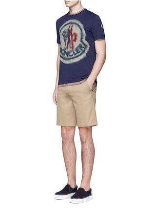 模特儿示范图 - 点击放大 - MONCLER - 像素效果图案纯棉T恤