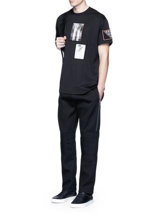 模特儿示范图 - 点击放大 - GIVENCHY - 拉链装饰太空棉休闲长裤