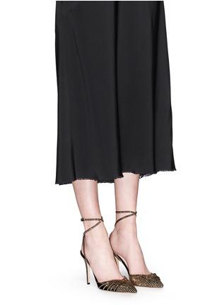 模特示范图 - 点击放大 - JIMMY CHOO - KIZZY铆钉装饰麂皮拼网眼高跟鞋