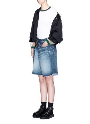 模特示范图 - 点击放大 - FACETASM - 水洗搭带须边牛仔短裤