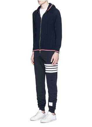 模特示范图 - 点击放大 - THOM BROWNE - 条纹纯棉运动裤