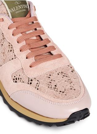 细节 - 点击放大 - VALENTINO - 蕾丝拼贴橡胶铆钉低筒运动鞋