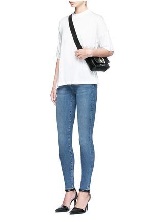 模特儿示范图 - 点击放大 - ALEXANDER WANG  - WHIP中腰及踝牛仔裤