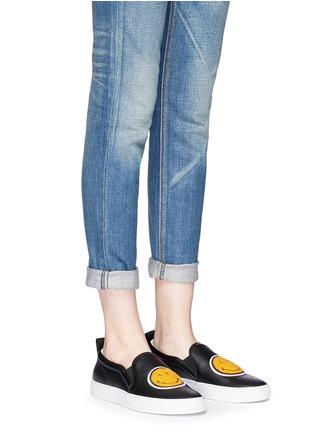模特示范图 - 点击放大 - JOSHUA SANDERS - 笑脸布贴真皮厚底便鞋