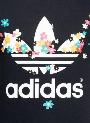 细节 - 点击放大 - ADIDAS BY PHARRELL WILLIAMS - PW FLOWER品牌标志雏菊胶印T恤