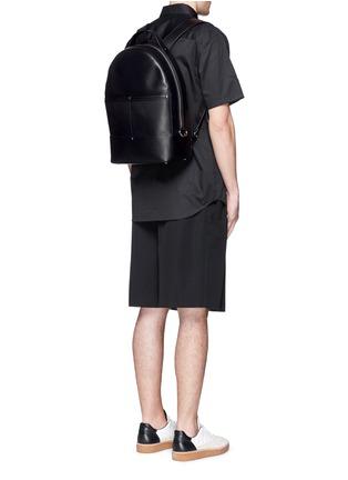 模特儿示范图 - 点击放大 - ALEXANDER WANG  - MASON弧形牛皮背包