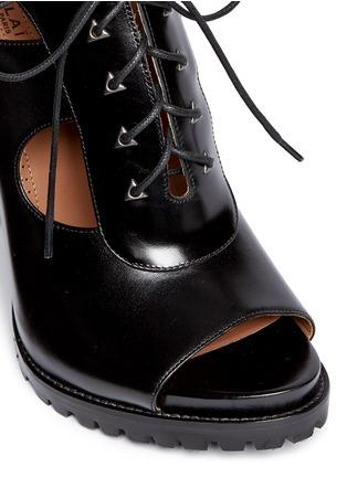 细节 - 点击放大 - ALAÏA - 镂空系带高跟凉鞋