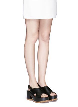 模特示范图 - 点击放大 - Marni - 交叉搭带坡跟凉鞋