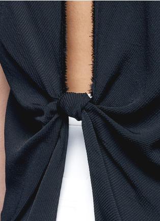 细节 - 点击放大 - HELMUT LANG - 扭结镂空斜纹无袖上衣