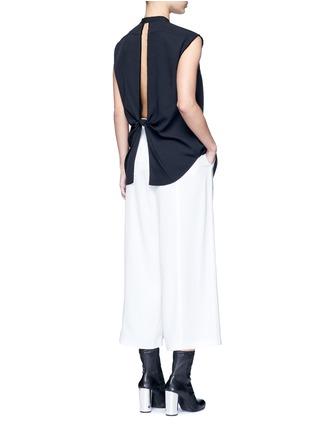 模特儿示范图 - 点击放大 - HELMUT LANG - 扭结镂空斜纹无袖上衣