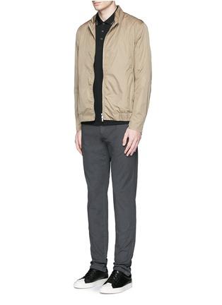 模特儿示范图 - 点击放大 - THEORY - 条纹装饰纯棉polo衫