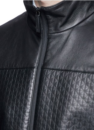 细节 - 点击放大 - ARMANI COLLEZIONI - 几何花纹小羊皮高领夹克