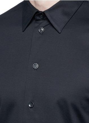 细节 - 点击放大 - ARMANI COLLEZIONI - 单色纯棉修身衬衫