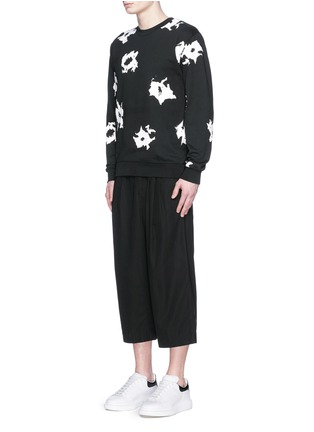 模特儿示范图 - 点击放大 - MC Q - 抽象印花纯棉卫衣