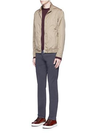 模特儿示范图 - 点击放大 - ARMANI COLLEZIONI - 单色斜纹棉布长裤
