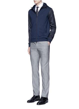 模特儿示范图 - 点击放大 - ARMANI COLLEZIONI - 拼色品牌标志连帽夹克