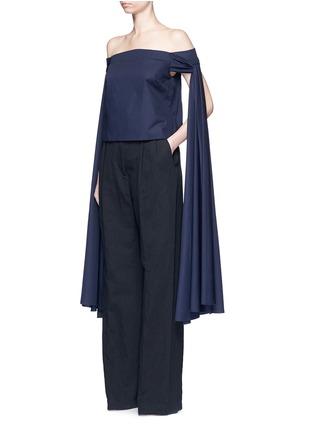 模特儿示范图 - 点击放大 - ROSIE ASSOULIN - 扭结搭带纯棉府绸露肩上衣