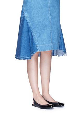 模特示范图 - 点击放大 - TORY BURCH - Jolie露跟芭蕾平底鞋