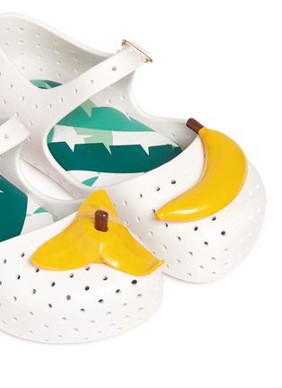 细节 - 点击放大 - MELISSA - FURADINHA IX幼儿款香蕉装饰PVC平底鞋