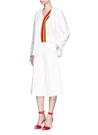 模特儿示范图 - 点击放大 - MO&CO. EDITION 10 - 皱感边饰羊毛西服外套
