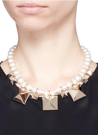 模特示范图 - 点击放大 - VALENTINO - Valentino Garavani铆钉珍珠项链