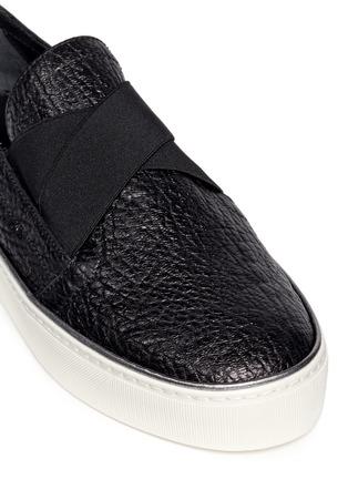 细节 - 点击放大 - STUART WEITZMAN - Flex弹力布拼贴荔枝纹皮平底便鞋