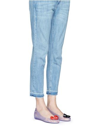 模特儿示范图 - 点击放大 - MELISSA - X ALICE IN WONDERLAND黑桃红心装饰PVC坡跟鞋