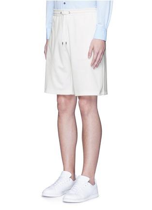 正面 -点击放大 - GUCCI - 条纹蜜蜂刺绣短裤