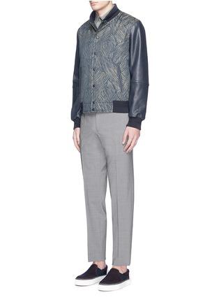 模特儿示范图 - 点击放大 - CARVEN - 真皮衣袖拼接条纹提花夹克