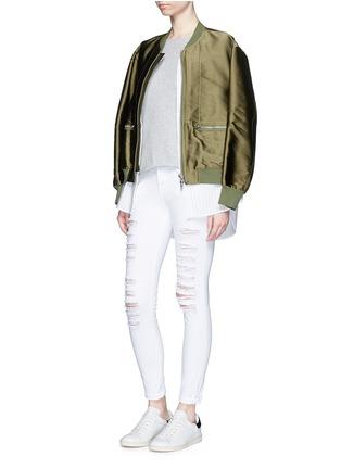 模特儿示范图 - 点击放大 - FRAME DENIM - LE COLOR修身破洞牛仔裤