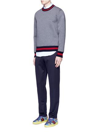 模特儿示范图 - 点击放大 - GUCCI - 蜜蜂条纹图案混棉休闲长裤