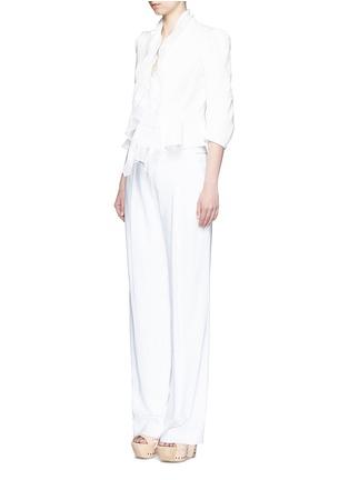 模特示范图 - 点击放大 - Alexander McQueen - 雪纺拼接褶裥提花夹克