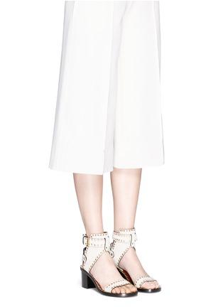 模特示范图 - 点击放大 - ISABEL MARANT  - JAERYN孔扣装饰绒面牛皮高跟凉鞋