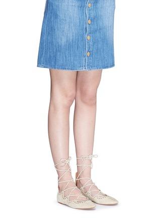 模特儿示范图 - 点击放大 - ISABEL MARANT - 交叉绑带铆钉平底芭蕾舞鞋