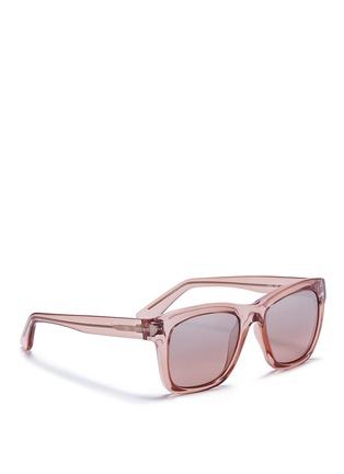 模特儿示范图 - 点击放大 - Valentino - WAYFARER款铆钉太阳眼镜
