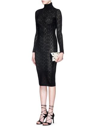 模特儿示范图 - 点击放大 - alice + olivia - 镂空菱格纹针织高领连衣裙
