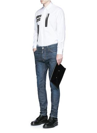 模特儿示范图 - 点击放大 - DSQUARED2 - Cool Guy水洗磨破牛仔裤