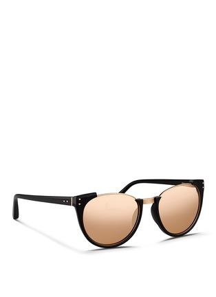 模特儿示范图 - 点击放大 - LINDA FARROW - 板材半框Wayfarer太阳眼镜