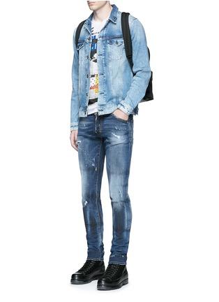 模特儿示范图 - 点击放大 - DSQUARED2 - Cool Guy金属环装饰水洗磨破牛仔裤
