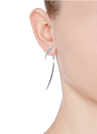 模特儿示范图 - 点击放大 - SHAUN LEANE - Large silver hook earrings