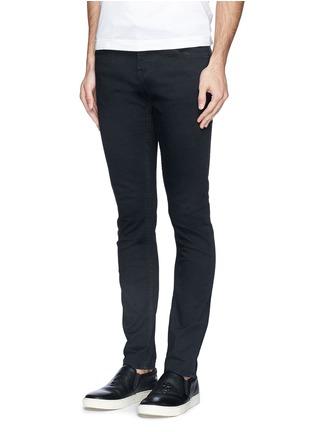模特儿示范图 - 点击放大 - SCOTCH & SODA - SKIM混棉修身牛仔裤