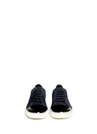 模特示范图 - 点击放大 - LANVIN - 漆皮鞋头麂皮球鞋